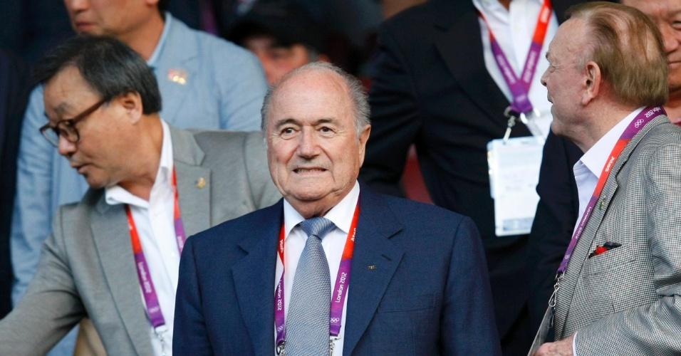 Presidente da Fifa, Joseph Blatter, ao lado do presidente da CBF, José Maria Marin, acompanham o jogo entre Brasil e Coreia do Sul