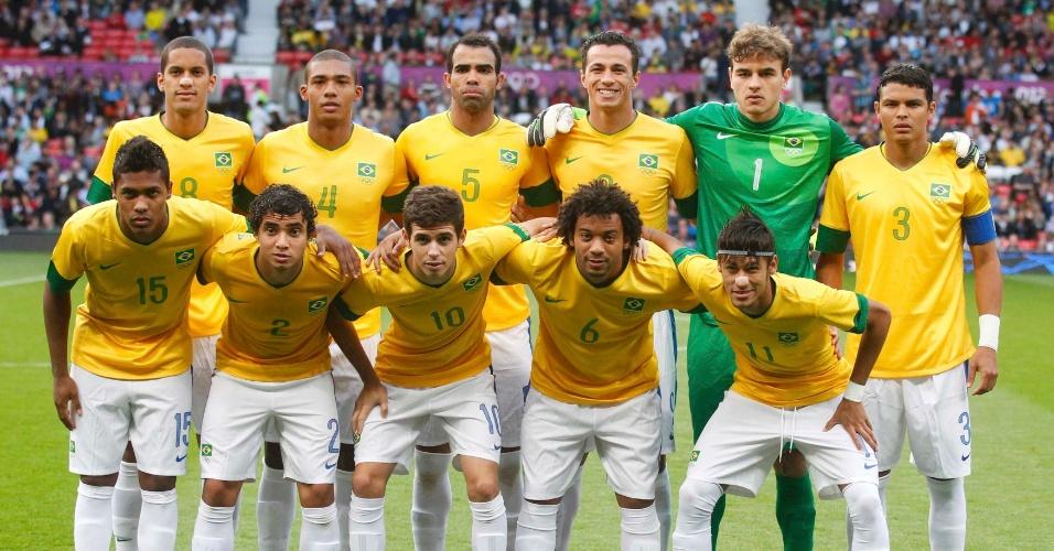 Seleção brasileira posa para foto antes da partida contra a Coreia do Sul antes do duelo pela semifinal dos Jogos de Londres