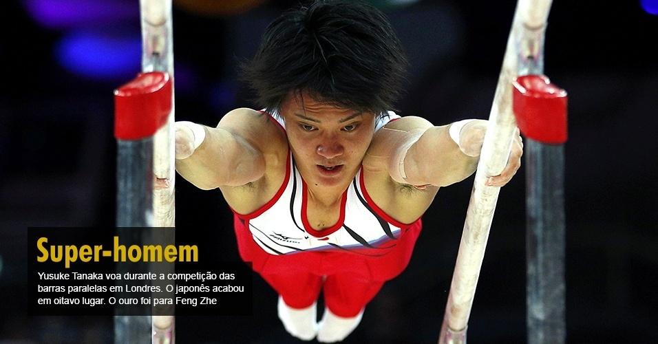 Yusuke Tanaka voa durante a competição das barras paralelas em Londres. O japonês acabou em oitavo lugar. O ouro foi para Feng Zhe