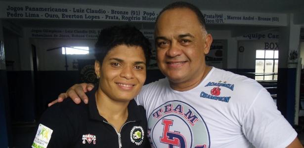 Adriana Araújo e o técnico Luiz Dórea, que trabalham juntos há 14 anos e comemoraram de longe o bronze