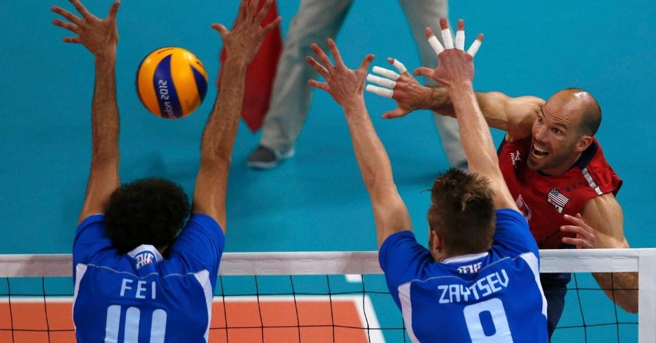 Americano Priddy encara bloqueio italiano de Fei e Zaytsev nas quartas de final dos Jogos Olímpicos