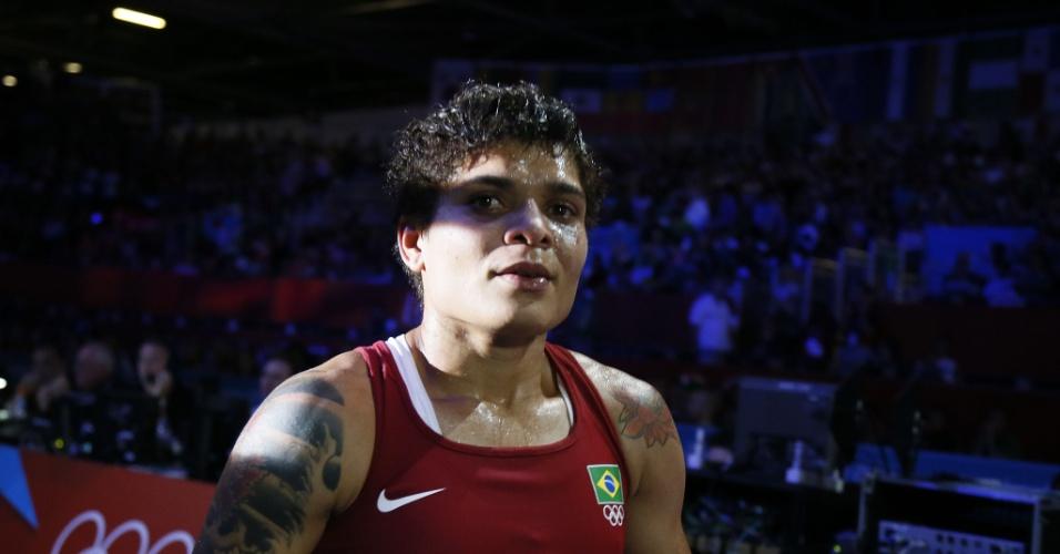 Boxeadora Adriana Araujo deixa o ringue após ser derrotada para a russa Sofya Ochigava, na semifinal olímpica da categoria