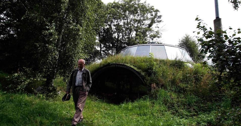 Casa que sobe e desce, construída pelo inventor Bohumil Lhota a 100 km de Praga, na República Tcheca