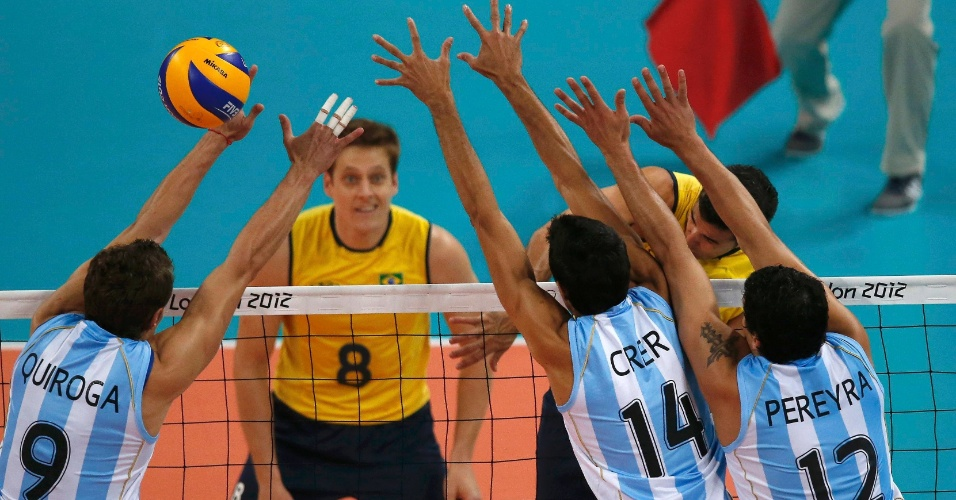 Dante encara bloqueio argentino e marca ponto para o Brasil nas quartas de final da Olimpíada