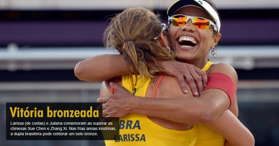 Larissa (de costas) e Juliana comemoram ao superar as chinesas Xue Chen e Zhang Xi. Nas frias areias londrinas, a dupla brasileira pode celebrar um belo bronze.