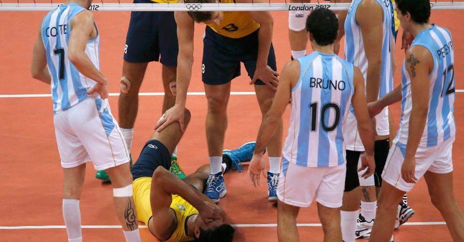 Leandro Vissotto sofre lesão e tem de deixar jogo contra a Argentina nas quartas de final dos Jogos Olímpicos