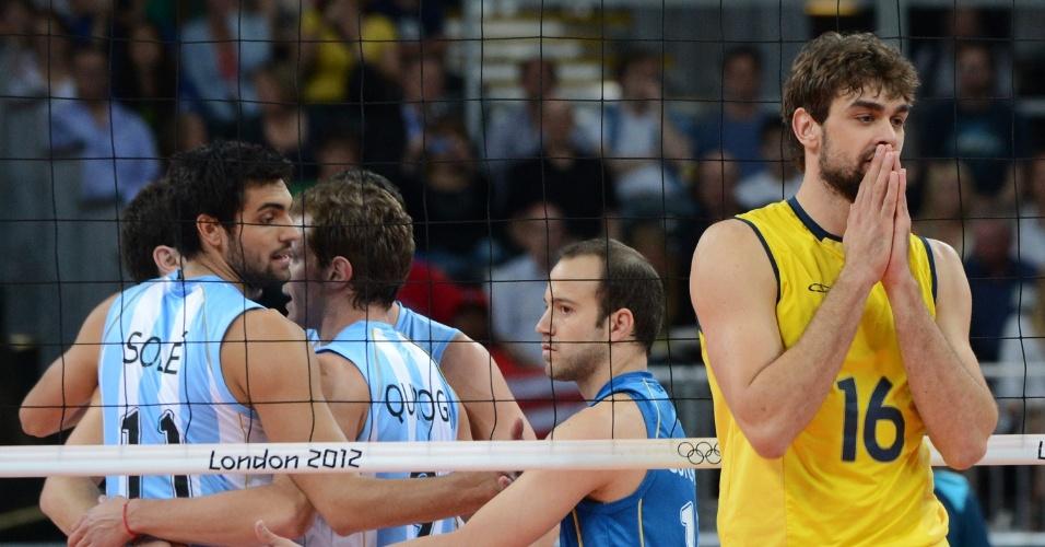 Lucão lamenta ponto da Argentina no primeiro set da partida válida pelas quartas de final da Olimpíada