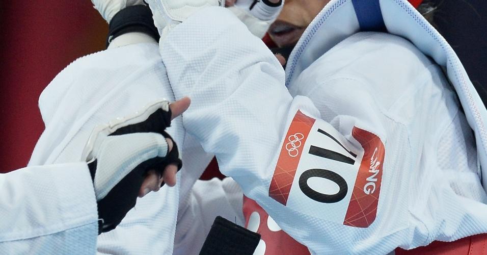 Lucija Zaninovic, da Croácia, acerta chute na lutadora da República Centro-Africana no taekwondo