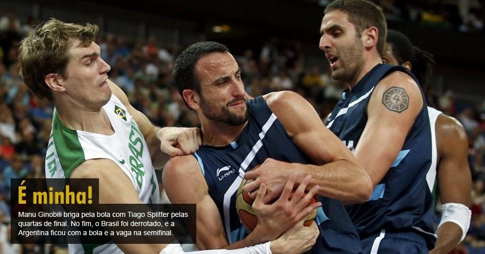 Manu Ginobili briga pela bola com Tiago Splitter pelas quartas de final. No fim, o Brasil foi derrotado, e a Argentina ficou com a bola e a vaga na semifinal.
