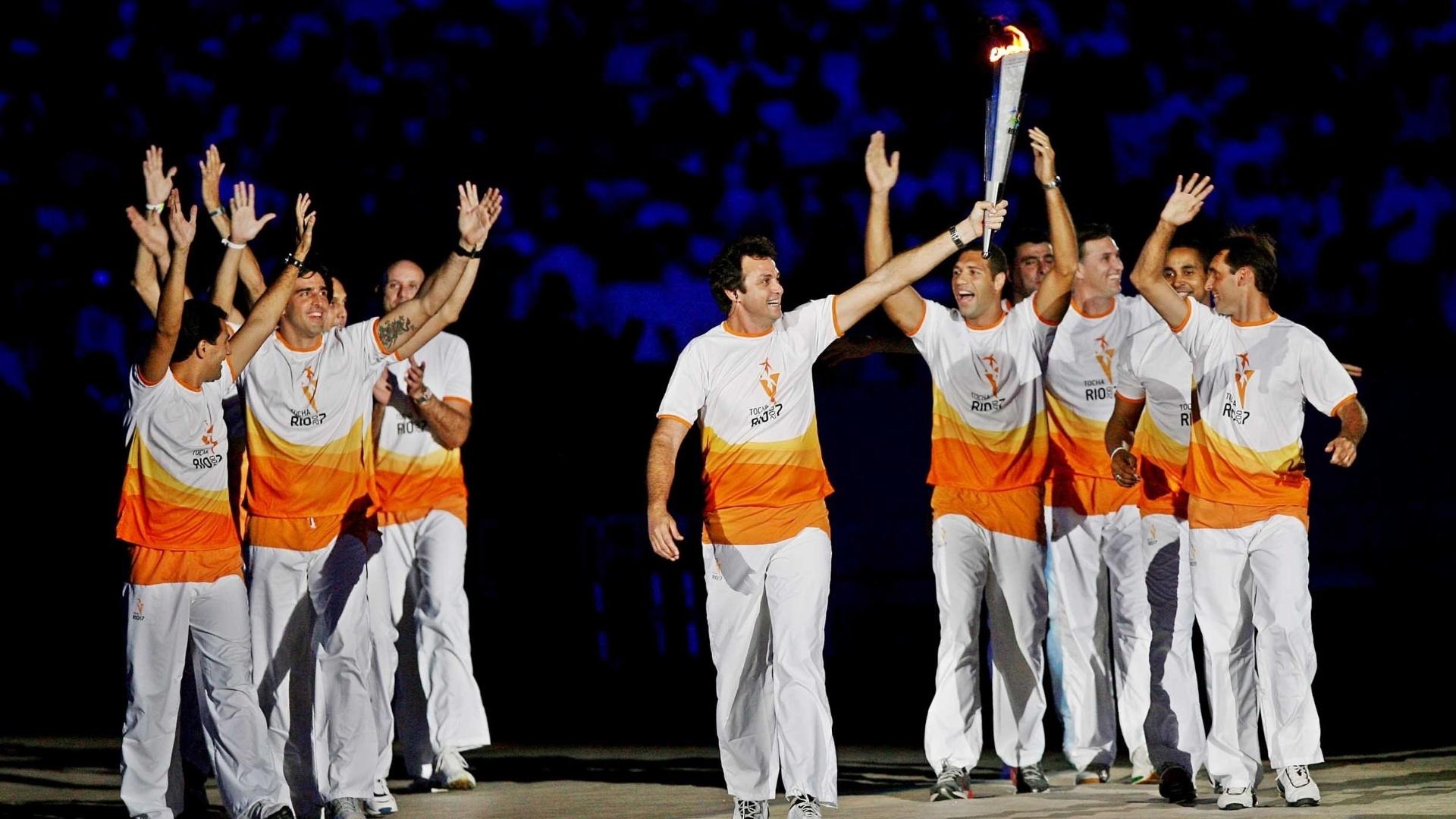 No Pan de 2007, os campeões olímpicos do vôlei em Barcelona-1992 foram convidados a carregar a tocha pan-americana na cerimônia de abertura no Maracanã (13/07/2007)
