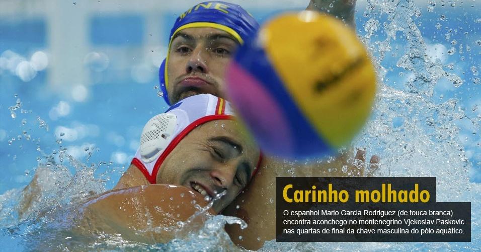 O espanhol Mario Garcia Rodriguez (de touca branca) encontra aconchego no montenegrino Vjekoslav Paskovic nas quartas de final da chave masculina do pólo aquático.