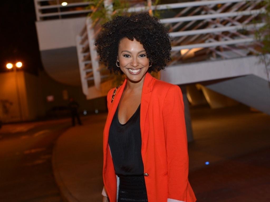 Sheron Menezes esbanja simpatia com os fotógrafos no aniversário de Preta Gil (8/8/12)
