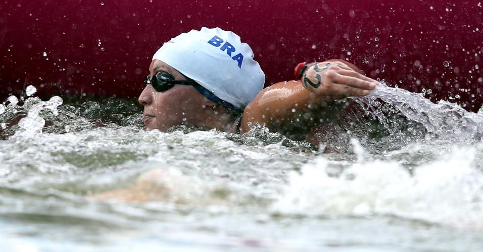 A brasileira Poliana Okimoto passou mal e não terminou a prova de maratona aquática em Londres