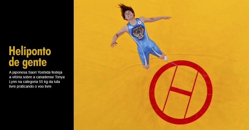 A japonesa Saori Yoshida festeja a vitória sobre a canadense Tonya Lynn na categoria 55 kg da luta livre praticando o voo livre