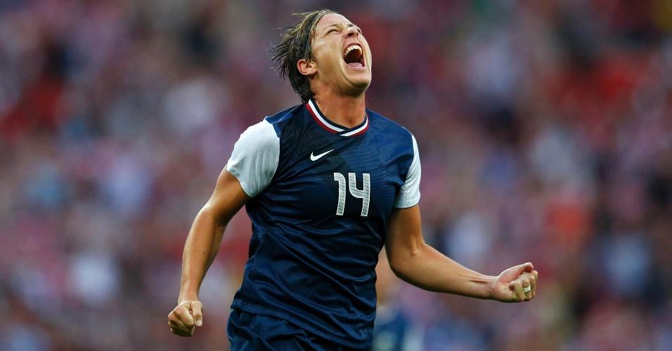 Abby Wambach comemora o primeiro gol da seleção dos Estados Unidos, marcado por Carli Lloyd, na final olímpica do futebol