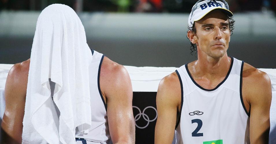 Alison e Emanuel se lamentam após a derrota para dupla alemã na decisão dos Jogos de Londres