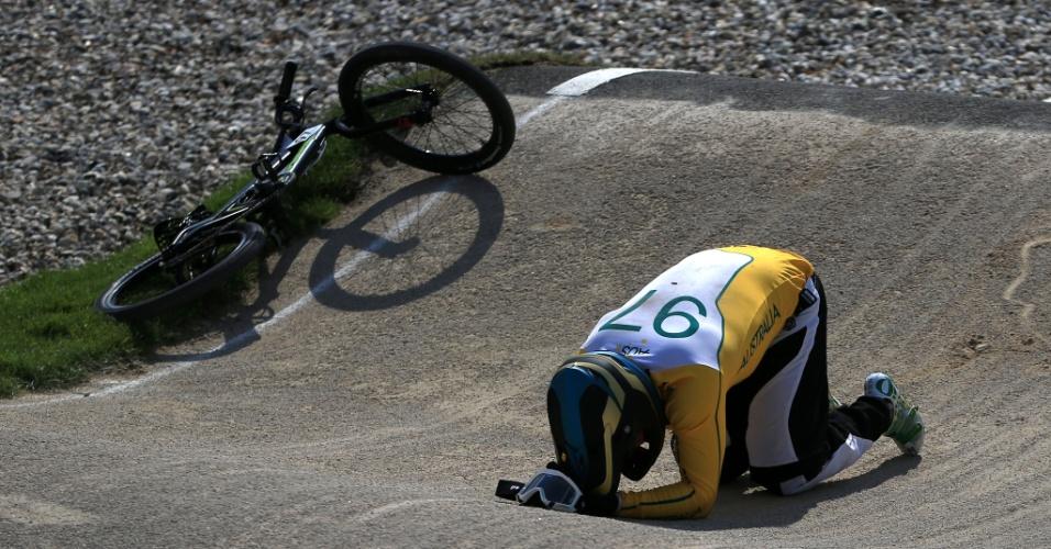 Australiana Khalen Young lamenta queda sofrida durante eliminatória do BMX