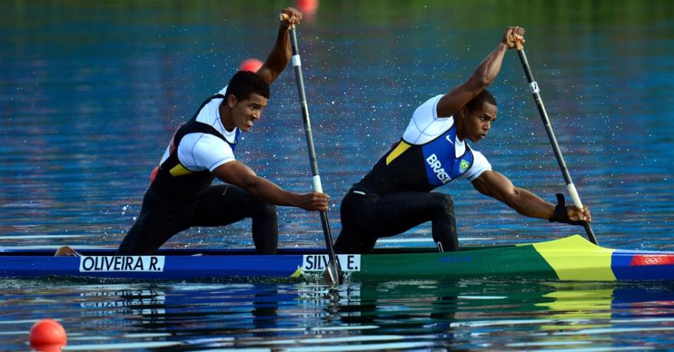 Brasileiros Ronilson Oliveira e Erlon Silva disputam a final B da canoa dupla; eles ficaram em segundo e terminaram em 10º no geral
