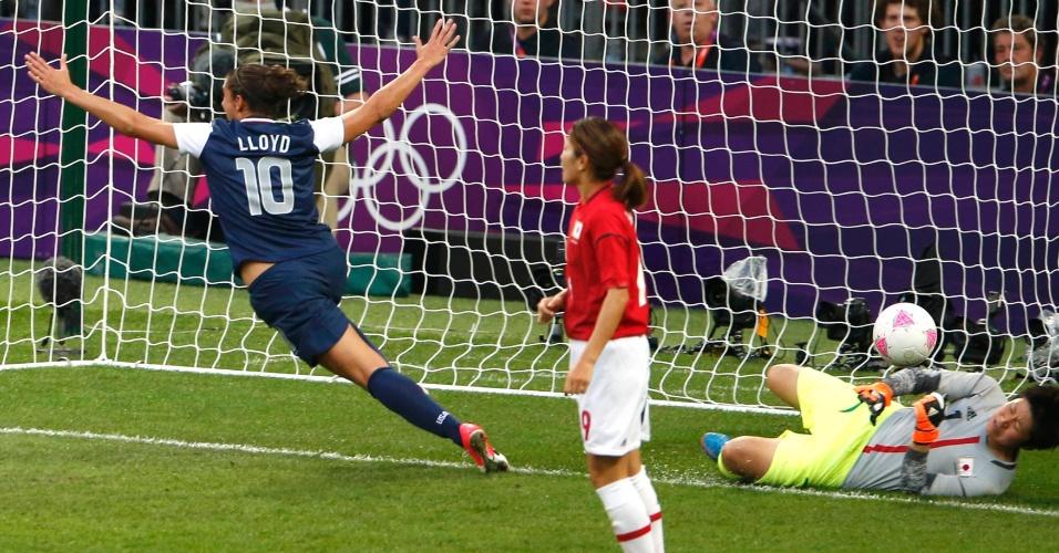 Carli Lloyd celebra o gol marcado contra o Japão, o primeiro na final olímpica do futebol
