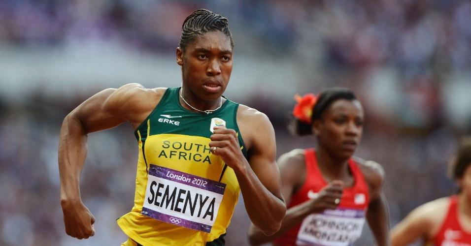 Corredora sul-africana Caster Semenya corre em uma das semifinais da prova dos 800 m rasos dos Jogos de Londres
