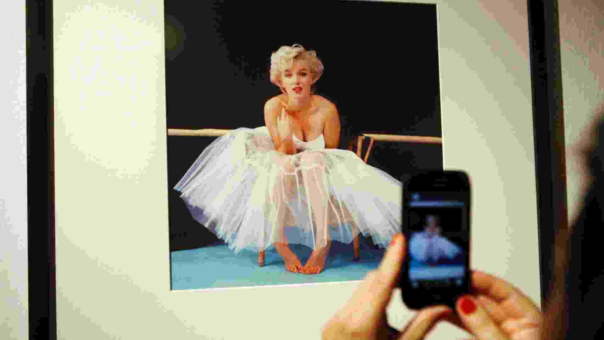 Em homenagem aos 50 anos da morte de Marilyn Monroe, uma galeria de Varsóvia surpreende ao apresentar uma exposição com uma série de imagens inéditas da atriz norte-americana (9/8/12) - Kacper Pempel/Reuters