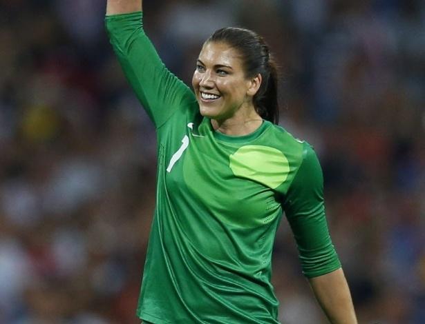 Hope Solo, goleira dos Estados Unidos, comemora a medalha de ouro conquistada no futebol feminino