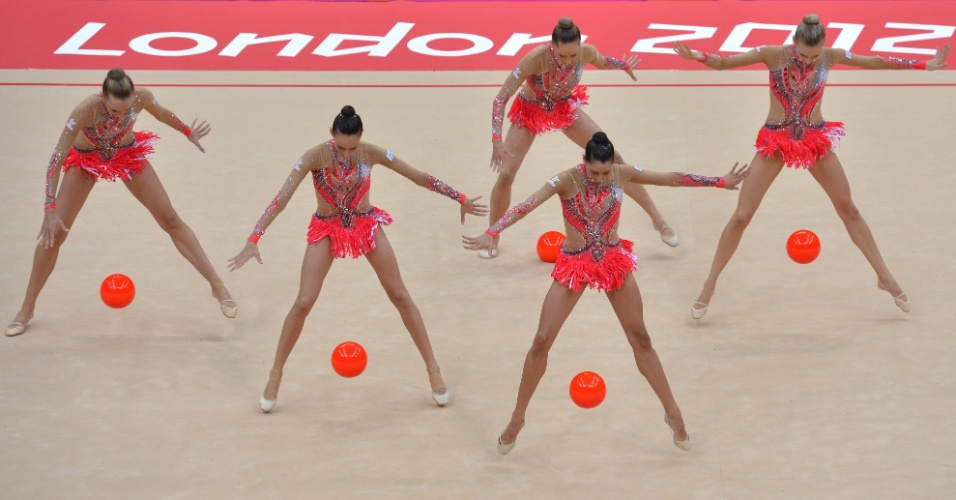 Italianas se apresentam com bolas no primeiro dia de eliminatórias de conjunto da ginástica rítmica