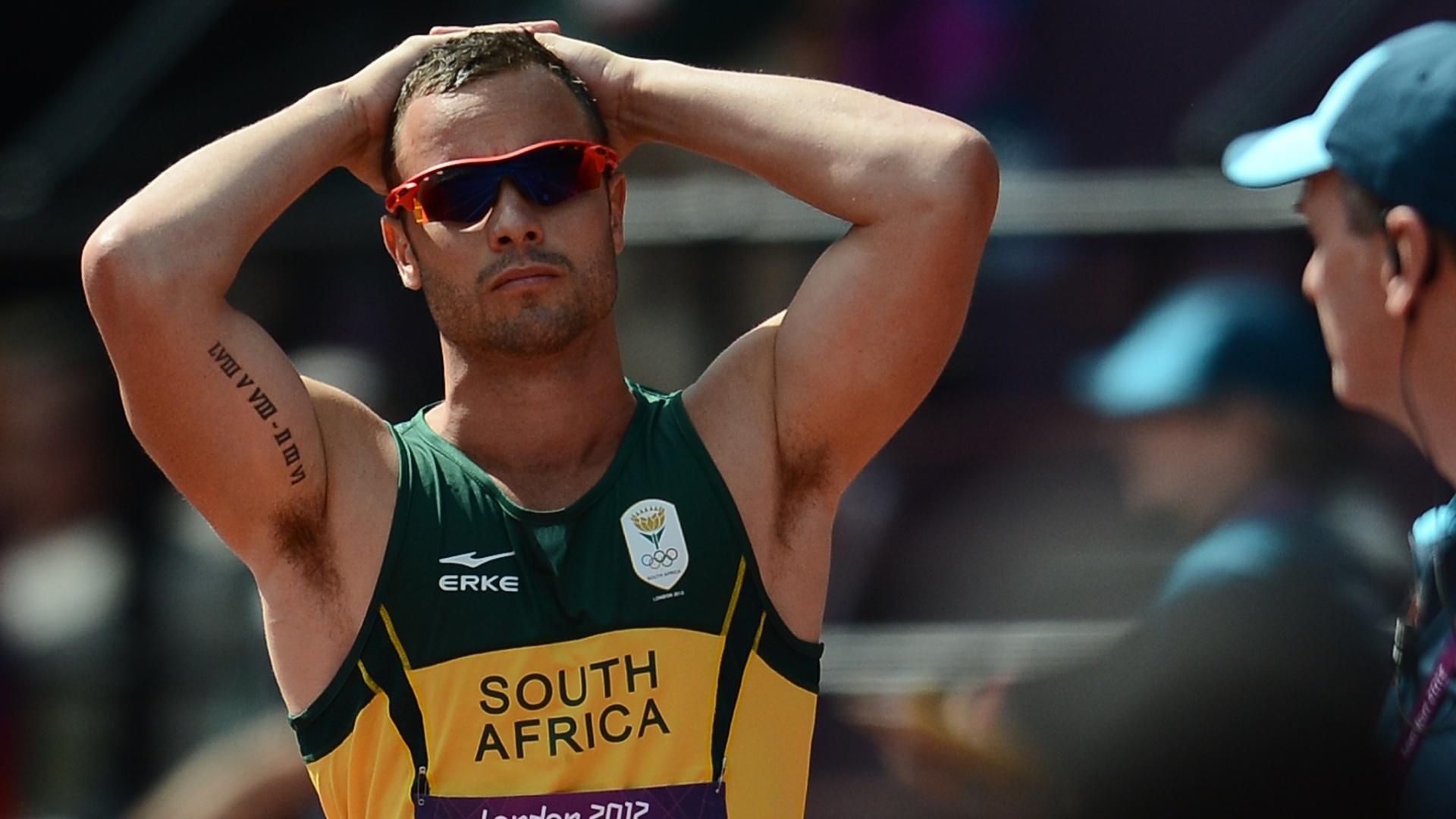 Oscar Pistorius lamenta queda de companheiro em eliminatória dos 4x400 m em Londres