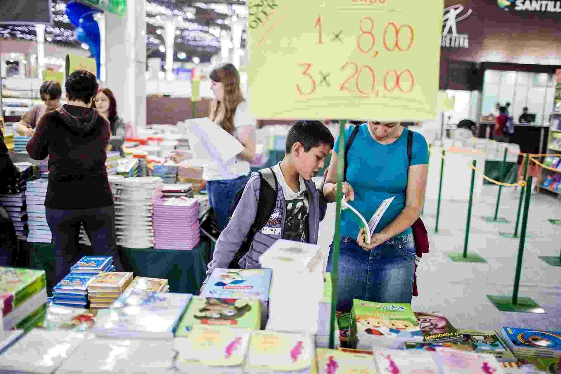 Público começa a circular pela 22º edição da Bienal Internacional, que foi aberta nesta quinta-feira (9/8/2012) - Leonardo Soares/UOL