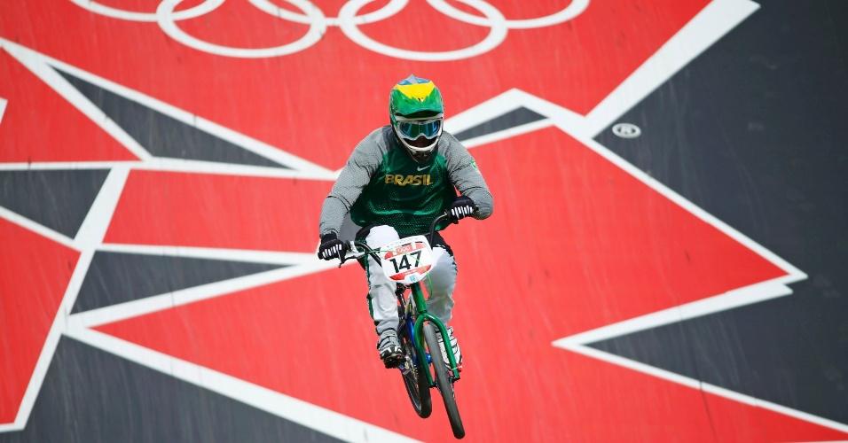 Renato Rezende compete em série eliminatória do ciclismo BMX (08/09/2012)