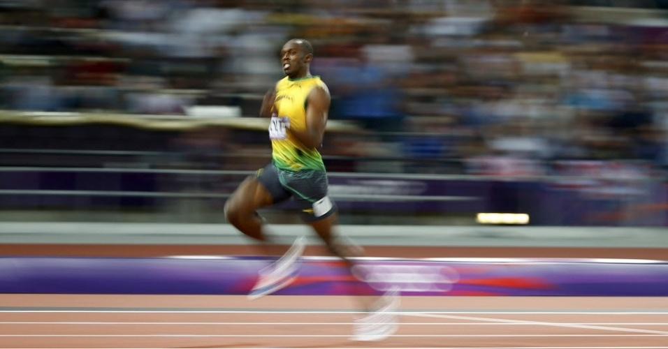 Usain Bolt corre para conquistar o bicampeonato olímpico dos 200 m rasos