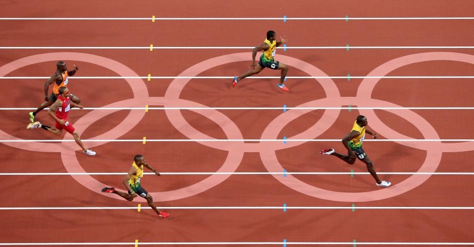 Usain Bolt domina prova dos 200 m seguido pelo também jamaicano Yohan Blake (acima) (09/08/2012)