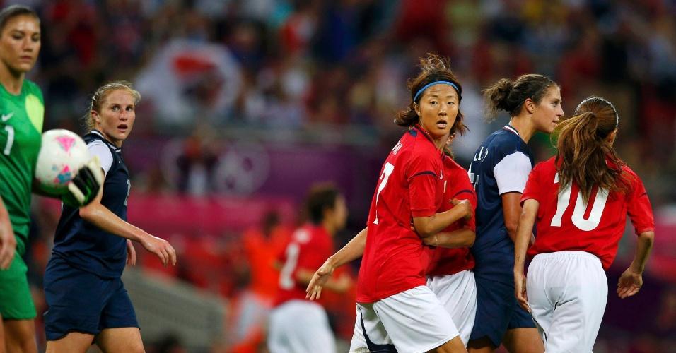 Yuki Ogimi anota o gol do Japão, diminuindo para 2 a 1 a vantagem dos Estados na final olímpica do futebol