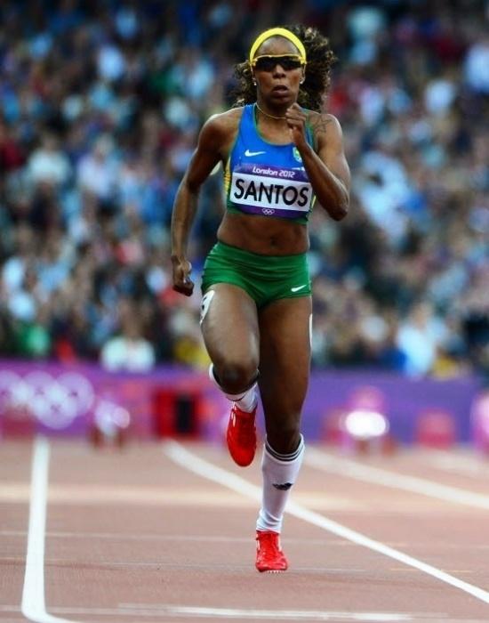 Entre as brasileiras, uma das barriguinhas mais bonitas foi a de Rosângela Santos, dos 100 m e dos 4x100 m