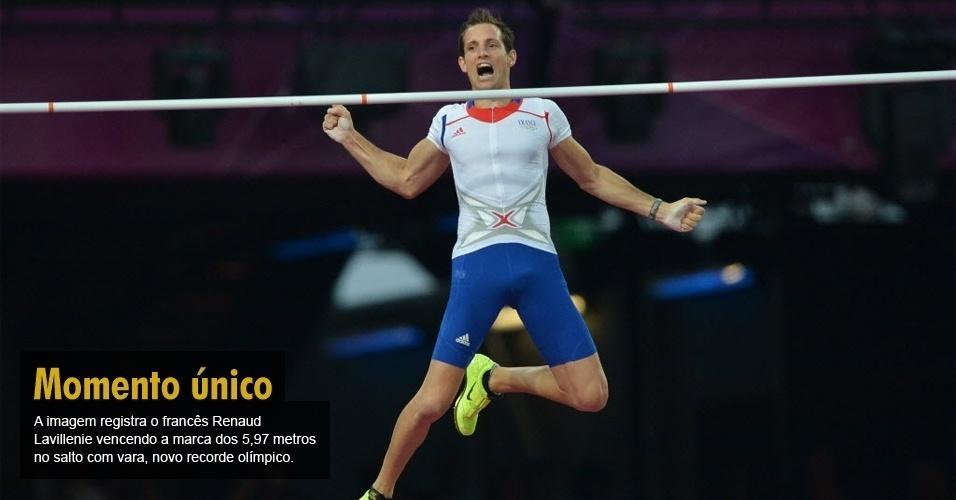 A imagem registra o francês Renaud Lavillenie vencendo a marca dos 5,97 metros no salto com vara, novo recorde olímpico.