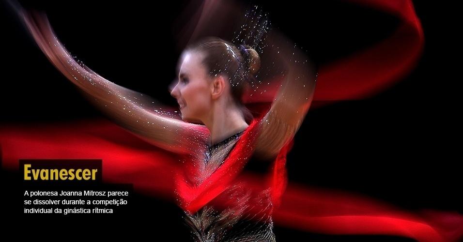 A polonesa Joanna Mitrosz parece se dissolver durante a competição individual da ginástica rítmica
