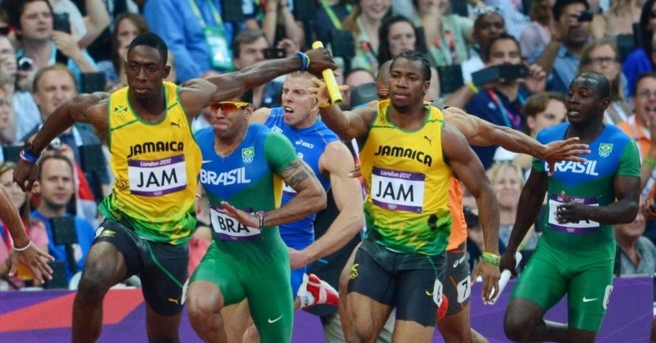 Brasileiros aparecem atrás dos jamaicanos durante eliminatória do revezamento 4 x 100 m rasos (10/08/2012)