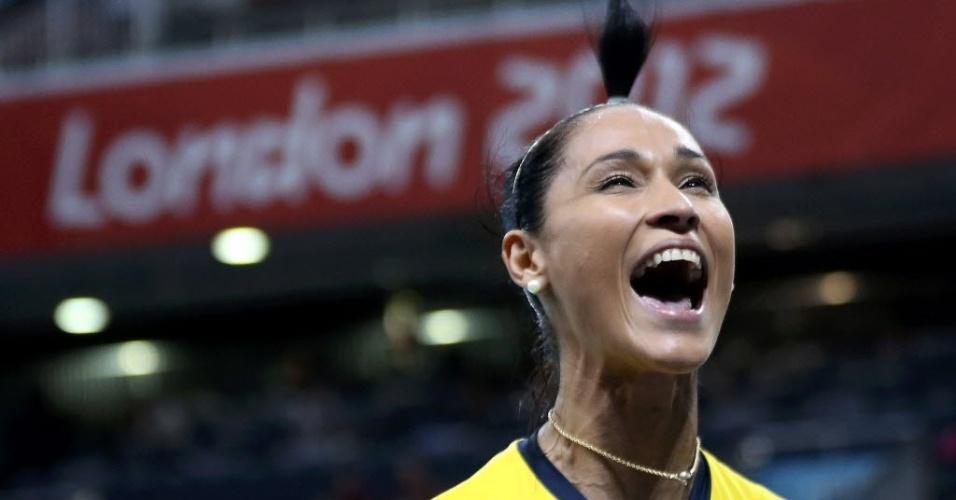 Jaqueline, da seleção brasileira de vôlei, comemora vitória sobre o Japão nas semifinai