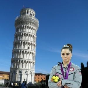 McKayla Maroney não está impressionada com a torre de Pisa