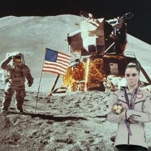 McKayla Maroney não está impressionada com o visual da Lua