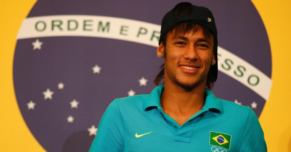Neymar posa para fotos dois dias antes da final da Olimpíada contra o México