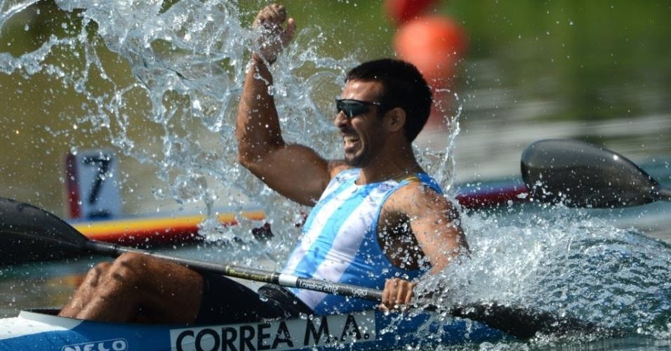 O argentino Miguel Antonio Correa comemora vitória no caiaque duplo em Londres