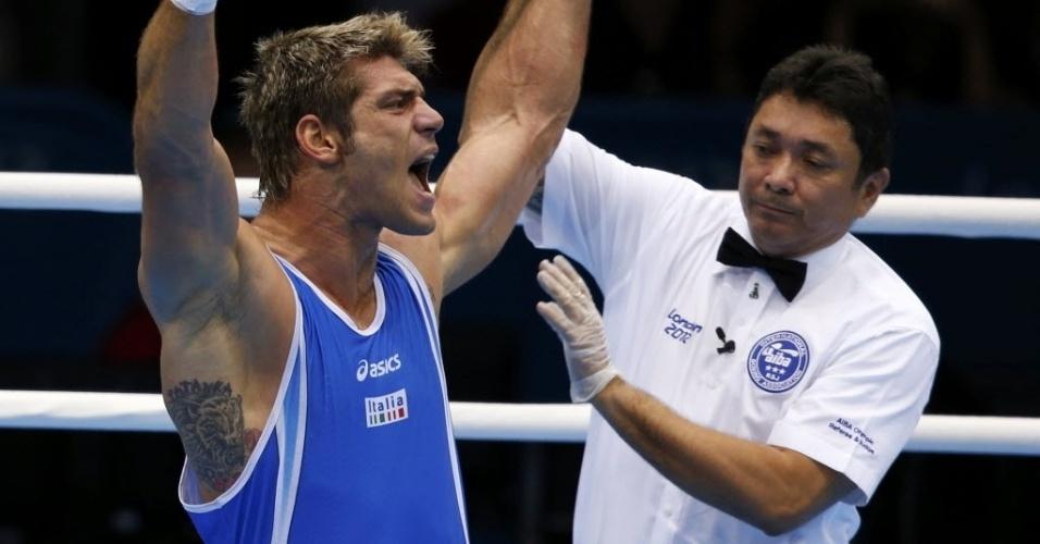 O boxeador Clemente Russo é declarado vencedor no combate contra Teymur Mammadov na categoria até 91kg