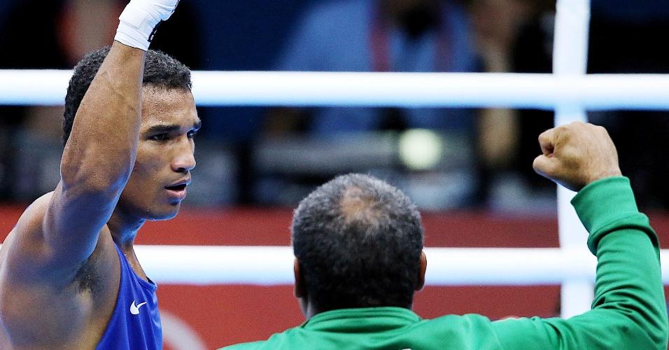 O brasileiro Esquiva Falcão festeja vaga na final da categoria até 75 kg nos Jogos de Londres