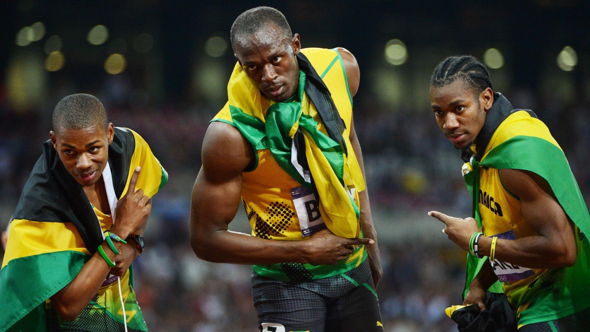 Warren Weir (e.), Usain Bolt (c.) e Yohan Blake (d.), pupilos de Mils, fecham o pódio dos 200 m rasos em Londres