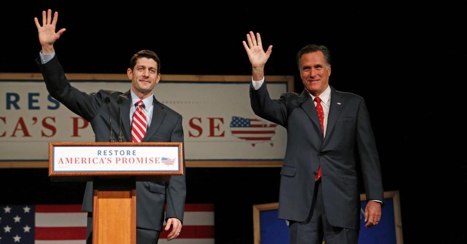 11.ago.2012 - Congressista Paul Ryan (esquerda) é escolhido como candidato a vice do republicano Mitt Romney para eleições presidenciais dos Estados Unidos