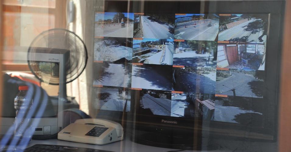 As 16 câmeras instaladas nos acessos a Jardim Imbuí são monitoradas em tempo real por uma guarita situada na entrada principal da localidade. Através desse equipamento, a Polícia Civil conseguiu provas de que os assassinos da juíza a seguiram até a porta de sua residência, onde ela foi alvejada com 21 tiros.