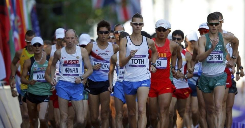 Atletas participam dos 50 km da marcha atlética nos Jogos de Londres