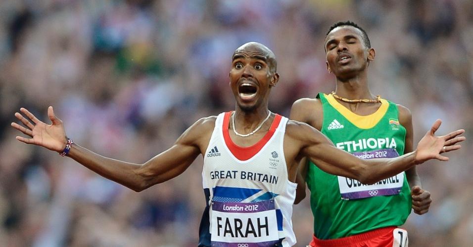 Britânico Mo Farah celebra medalha de ouro nos 5000 m, a sua segunda nos Jogos de Londres