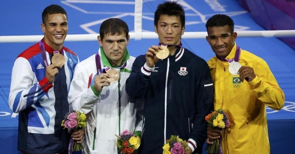 Da esquerda para a direita, o pódio da categoria até 75 kg em Londres: o inglês Anthony Ogogo (bronze), o uzbeque Abbos Atoev (bronze), o japonês Ryota Murata (ouro) e o brasileiro Esquiva Falcão (prata)